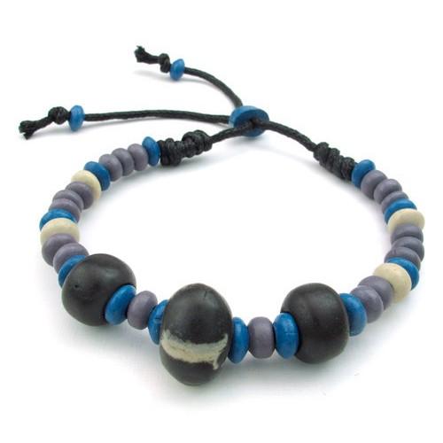 Стильный серо-синий браслет из глиняных шариков на руку