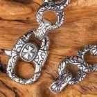 Браслет с крестом на необычной цепи с стильным черным орнаментом
