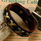 Коричневый браслет из натуральной мягкой кожи с металлическими пластинами