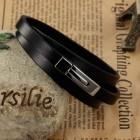Стильный браслет из черной кожи в три оборота и элегантным замком