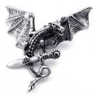 Кулон дракон с раскрытыми крыльями, схвативший меч