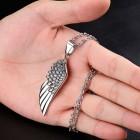 Кулон из стали в виде небольшого крыла с цепочкой