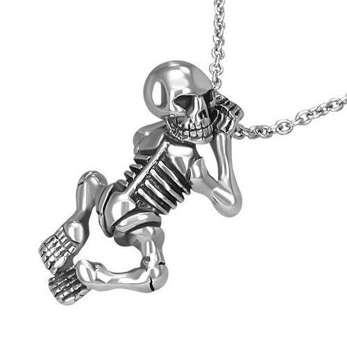 Стальной скелет на шею, будто ползет по цепи