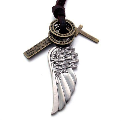 Кулон виде крыла с двумя колечками, крестиком и пластинкой с надписью