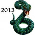 Кулончик в виде извивающейся змеи с горящими красными глазами