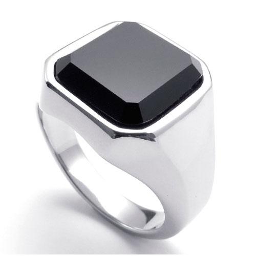 Классический перстень из стали с черным искусственным ониксом