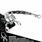 Стальной браслет в виде скорпиона, обвившей запястье