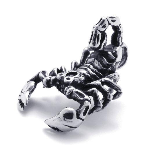 Мужской кулон, имитирующий настоящего скорпиона.
