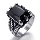 Стальное кольцо с черным камнем в когтях ящерицы