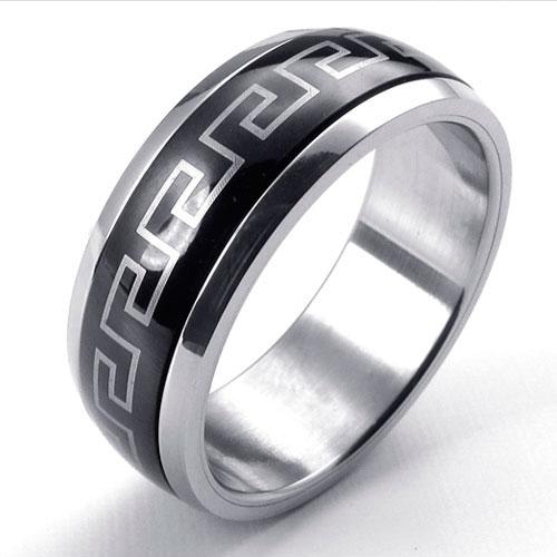 Кольцо в кольце - черная змейка в стальном кольце