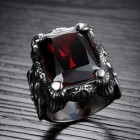 Перстень для мужчин из стали с красным искусственным ониксом